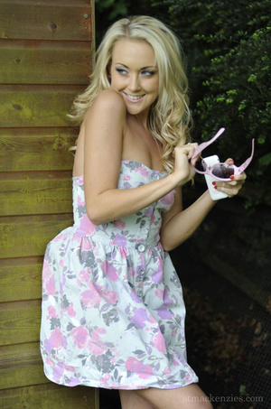 Lusty Lucy-Anne Brooks revealing her sup - XXX Dessert - Picture 4