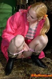 spying outdoor peeing girl