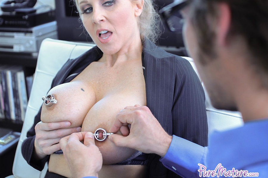 Milf get her face covered with cum
