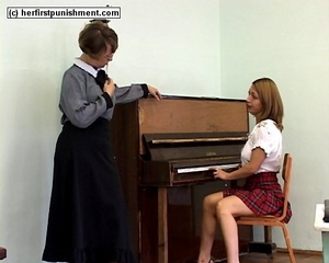 Piano teacher gives her student a good s - Picture 1
