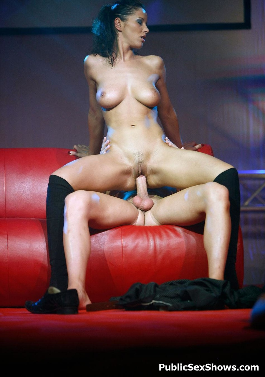 girls naked in the show