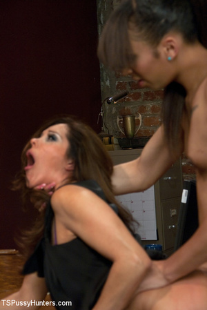 Huge cocked transsexual banging lusty br - XXX Dessert - Picture 13