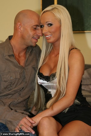 Busty Blonde Wife Fucks a Strange Man - XXX Dessert - Picture 3