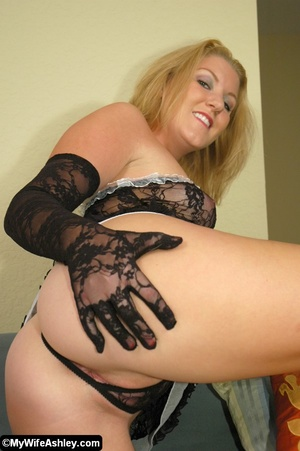 Sexy blonde housewife in black seethroug - XXX Dessert - Picture 7