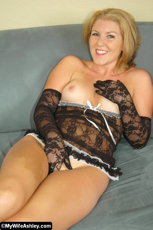 Sexy blonde housewife in black seethroug - XXX Dessert - Picture 20
