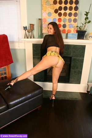 Horny sexy shaped housewife in yellow mi - XXX Dessert - Picture 7