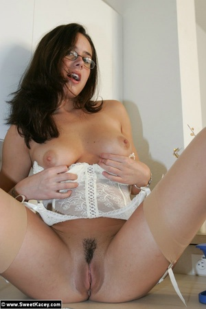 Adorable brunette housewife in tight lin - XXX Dessert - Picture 13