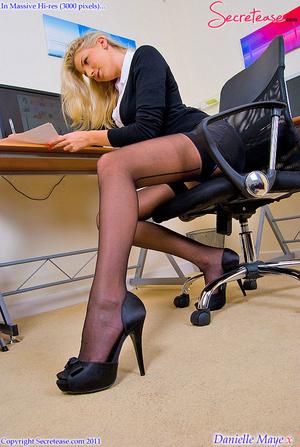 Xxx pics of blonde secretary in blue lin - XXX Dessert - Picture 1