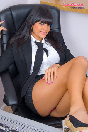 Dark haired secreatary in sexy miniskirt - XXX Dessert - Picture 2