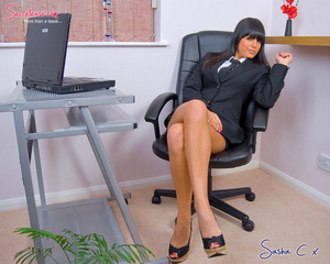Dark haired secreatary in sexy miniskirt - XXX Dessert - Picture 4