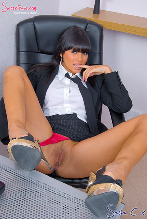 Dark haired secreatary in sexy miniskirt - XXX Dessert - Picture 5