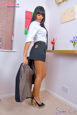 Dark haired secreatary in sexy miniskirt - XXX Dessert - Picture 6