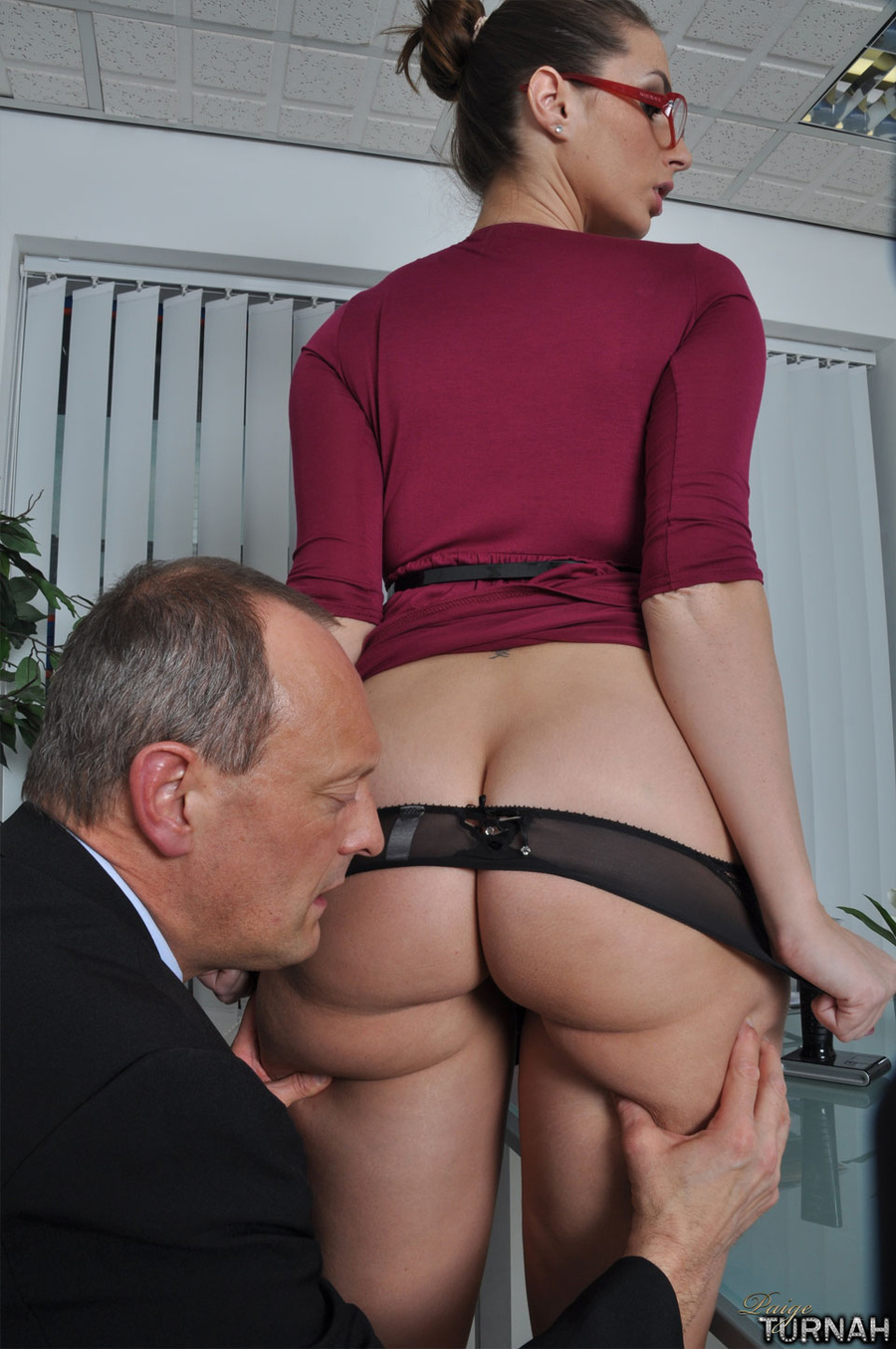 Sexi secretary mil in black undies gets her - XXX Dessert - Picture 3