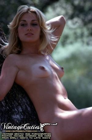Superb outdoor vintage nudes of mature b - XXX Dessert - Picture 1