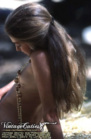 Hot vintage sex doll posing naked in the - XXX Dessert - Picture 10