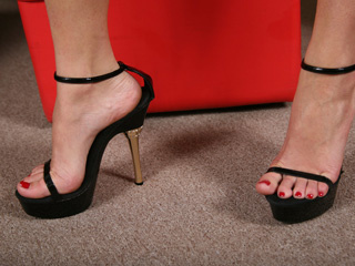 sexy feet brunette bimbo