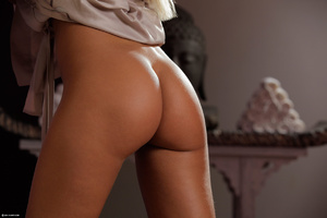 Gorgeous erotic blonde performing great  - XXX Dessert - Picture 2