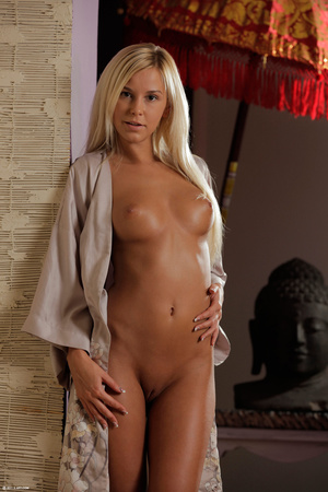Gorgeous erotic blonde performing great  - XXX Dessert - Picture 6