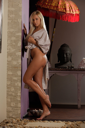 Gorgeous erotic blonde performing great  - XXX Dessert - Picture 13