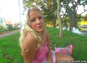 Skillful blonde cutie gives an awesome h - XXX Dessert - Picture 1