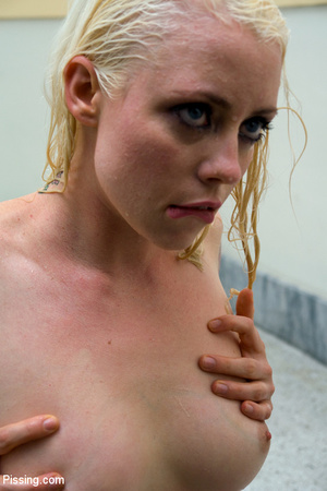 Had a goldenshower from her peeing Casanova into mouth and between boobs - XXXonXXX - Pic 13
