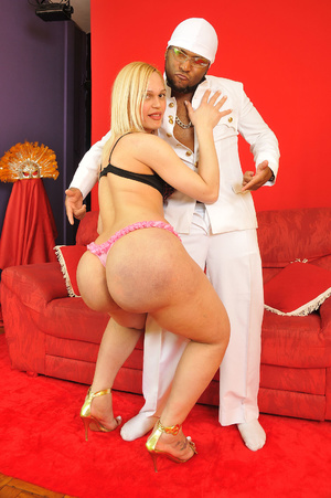 Onion booty blonde shemale babe passiona - XXX Dessert - Picture 2