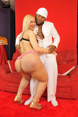 Onion booty blonde shemale babe passiona - XXX Dessert - Picture 3