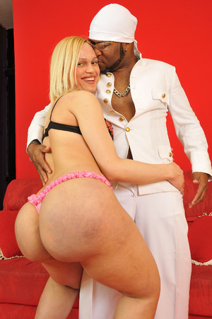 Onion booty blonde shemale babe passiona - XXX Dessert - Picture 7