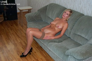 Busty milf Linda in tight stockings posi - XXX Dessert - Picture 5