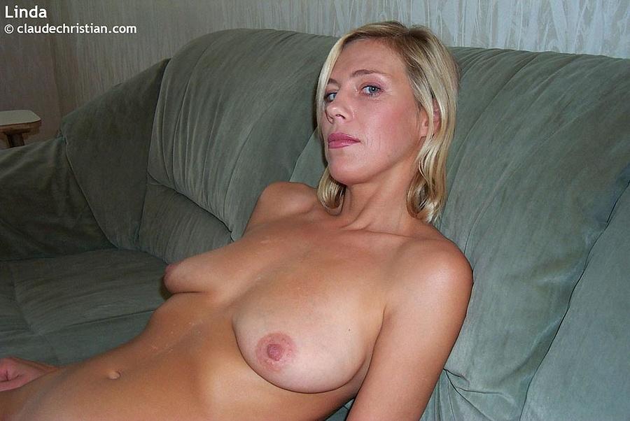Hot Nerdy Milf Nude