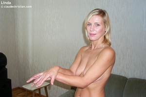Busty milf Linda in tight stockings posi - XXX Dessert - Picture 10