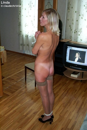 Busty milf Linda in tight stockings posi - XXX Dessert - Picture 16