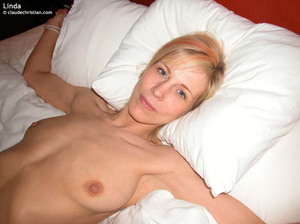 Busty young girl Barbie lying all naked  - XXX Dessert - Picture 11