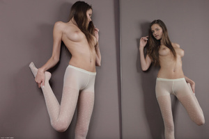 Sex starving young bimbo posing topless  - XXX Dessert - Picture 4