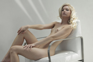 Curly hair erotic blonde nymph looking s - XXX Dessert - Picture 4