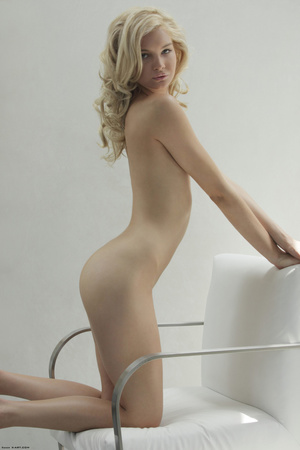 Curly hair erotic blonde nymph looking s - XXX Dessert - Picture 8