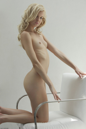Curly hair erotic blonde nymph looking s - XXX Dessert - Picture 9