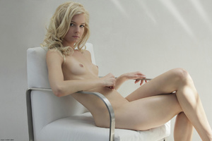 Curly hair erotic blonde nymph looking s - XXX Dessert - Picture 10