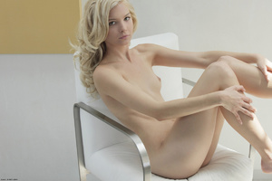 Curly hair erotic blonde nymph looking s - XXX Dessert - Picture 12