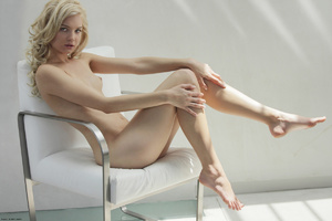 Curly hair erotic blonde nymph looking s - XXX Dessert - Picture 13