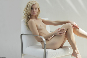 Curly hair erotic blonde nymph looking s - XXX Dessert - Picture 14