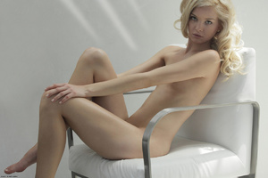 Curly hair erotic blonde nymph looking s - XXX Dessert - Picture 15