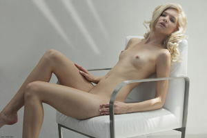 Curly hair erotic blonde nymph looking s - XXX Dessert - Picture 16