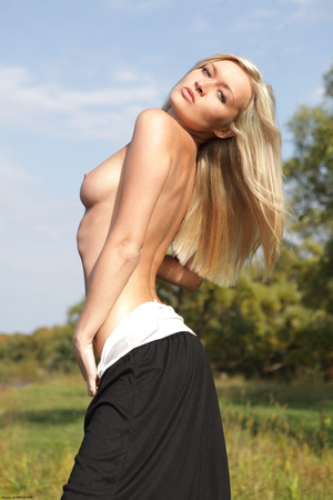 Sexy shaped blonde nymph slowly revealin - XXX Dessert - Picture 16