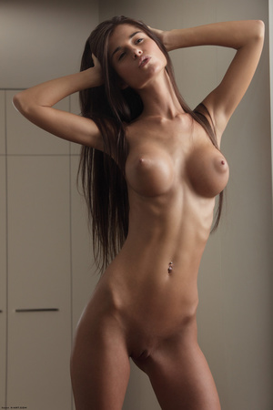 Beautiful face erotic brunette seductive - Picture 3