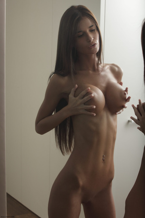Beautiful face erotic brunette seductive - Picture 9