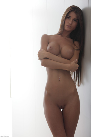 Beautiful face erotic brunette seductive - Picture 10