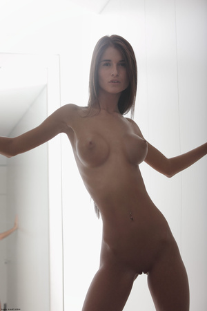 Beautiful face erotic brunette seductive - Picture 12