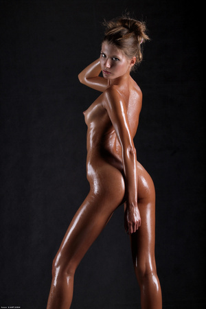 Awesome erotic cutie witj oiled up perfe - XXX Dessert - Picture 2