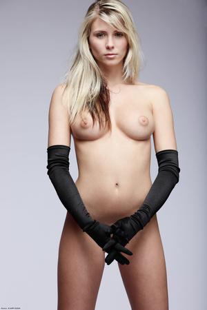 Naked blonde posing in long gloves - XXX Dessert - Picture 3